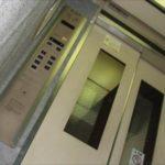 エレベーターを早く動かすコツと押し間違えた時のキャンセル方法!